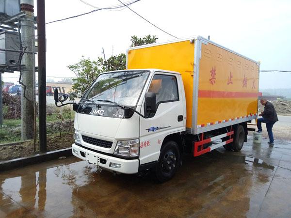 江铃4.2米(2.6吨)液体厢式车
