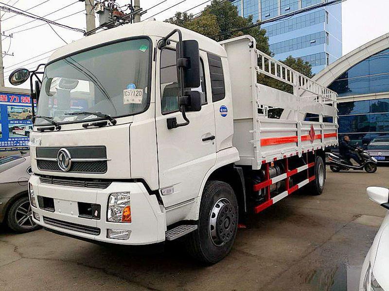 天锦6.6米(10.8吨)气瓶车