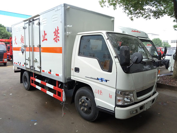 江铃4.2米(2.6吨)腐蚀品厢式车