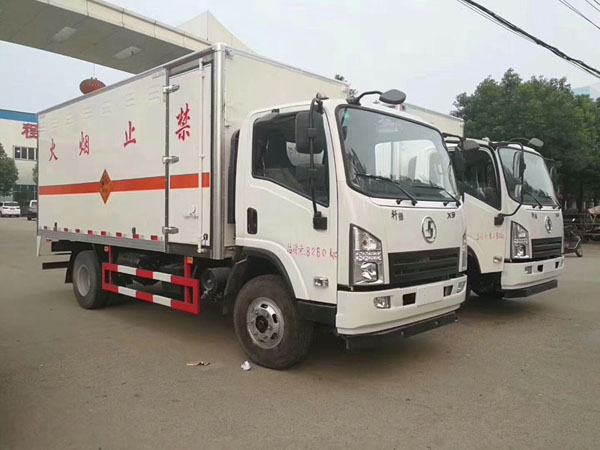 陕汽5.1米(3.6吨)液体厢式车