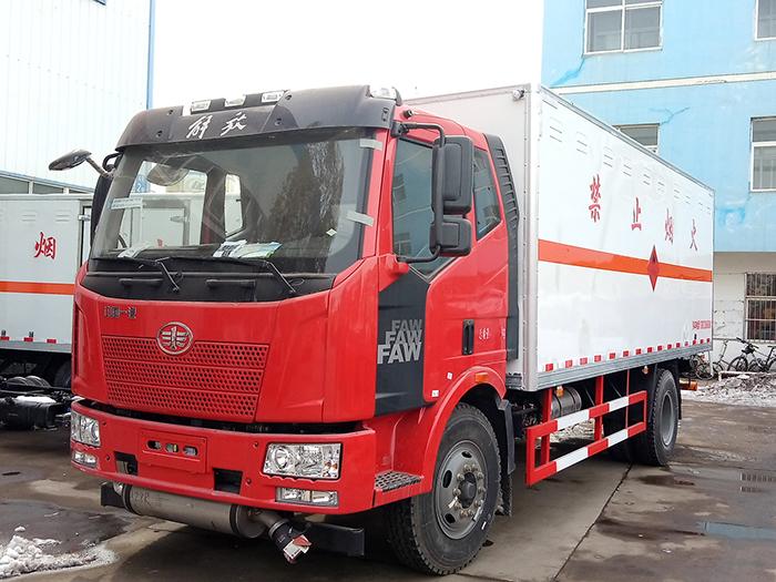 解放6.2米(10.4吨)气体厢式车