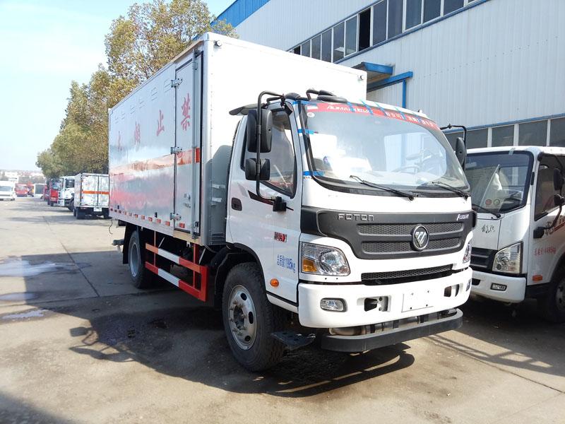 福田5.1米(6.9吨)腐蚀品厢式车