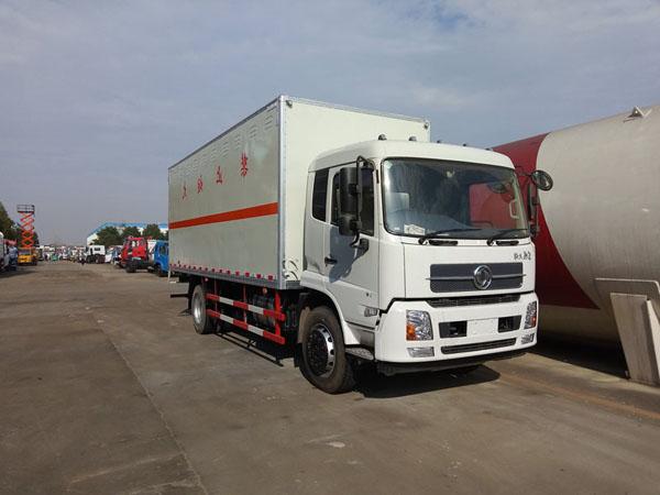 天锦6.6米(9.9吨)气体厢式车
