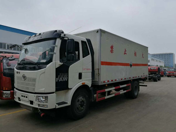 解放6.2米(10.4吨)腐蚀品厢式车