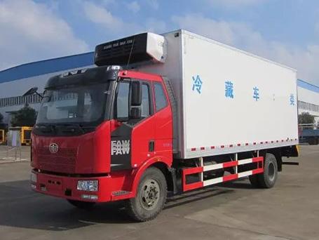 解放J6L 6.8米冷藏车