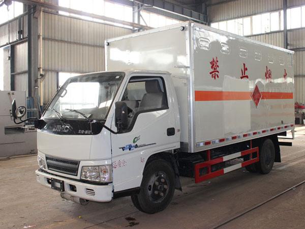 江铃4.1米(蓝牌)杂项危险品厢式车