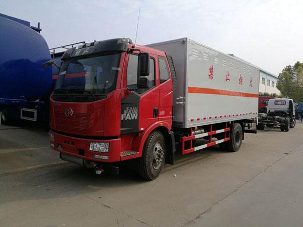 解放6.2米(10.4吨)杂项危险品厢式车