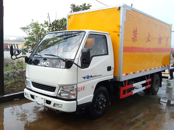 江铃4.1米(蓝牌)易燃固体厢式车