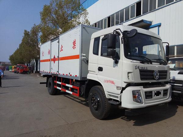 火狐体育电竞6.1米(9吨)液体厢式车