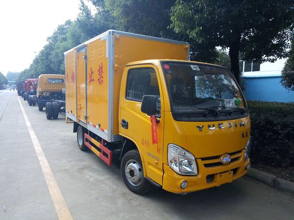 跃进柴油3.3米(蓝牌)液体厢式车