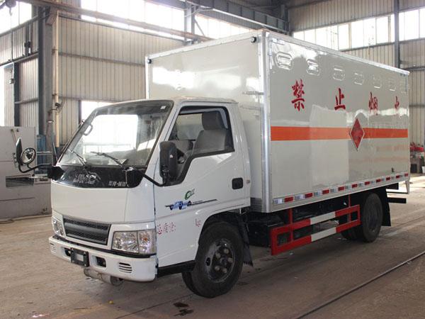 江铃4.2米(2.6吨)气体厢式车