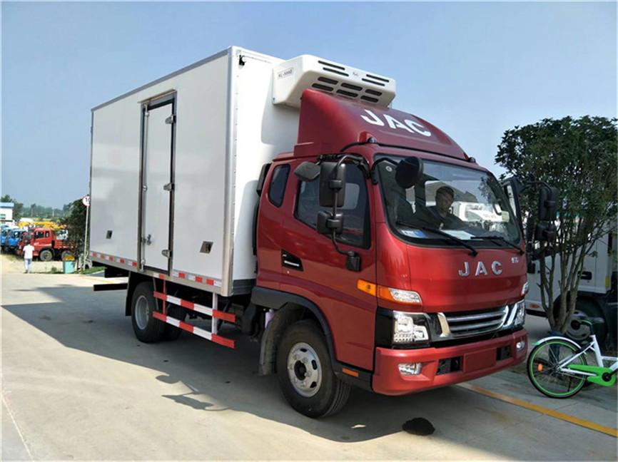 江淮骏铃V5排半 3.7米冷藏车