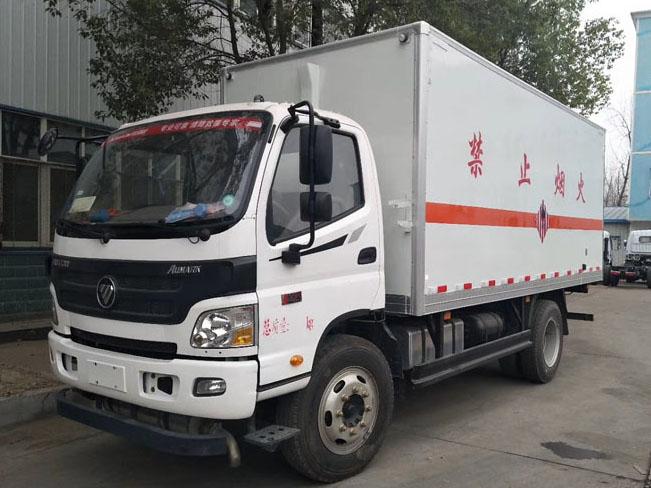 福田5.1米(6.7吨)易燃固体厢式车
