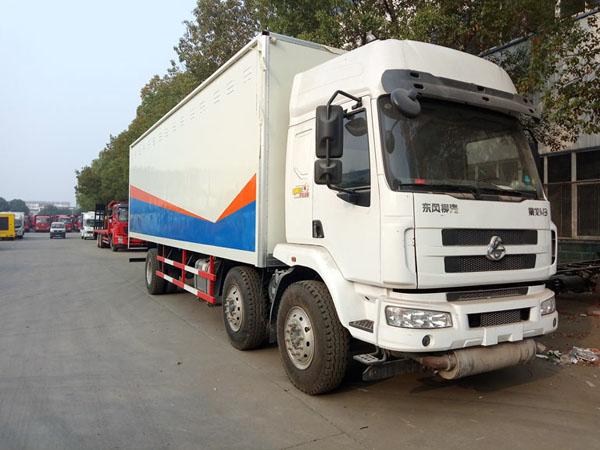 柳汽9.5米(13.8吨)液体厢式车