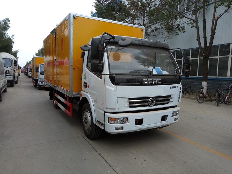 多利卡5.1米(6.4吨)液体厢式车