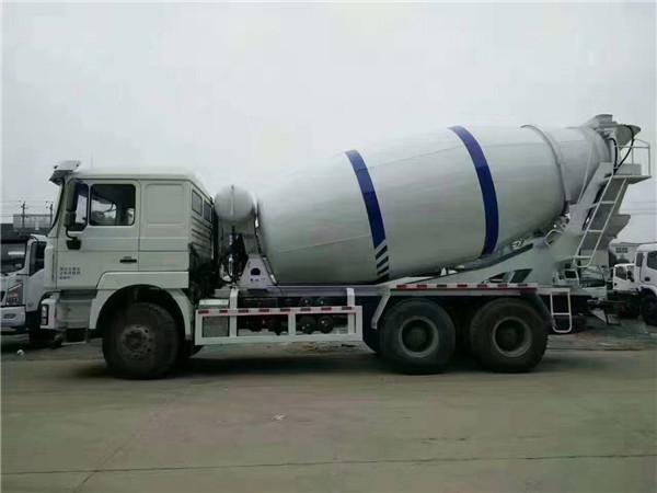 陕汽牌SX5310GJBMB3062型混凝土搅拌运输车