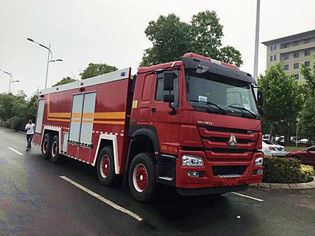 25吨豪沃前四后八水罐消防车