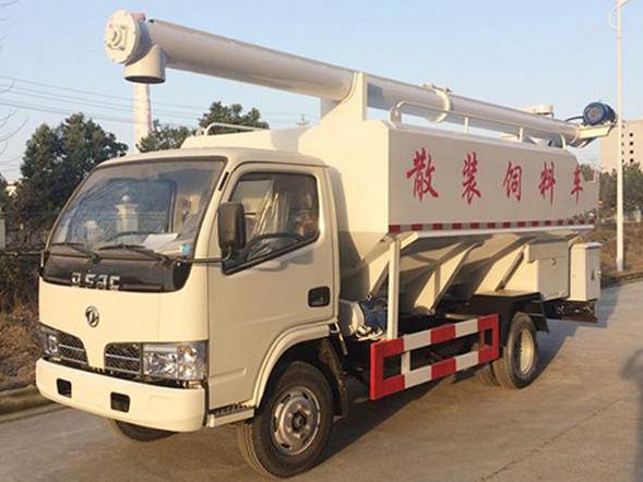 厂区使用散装饲料运输车