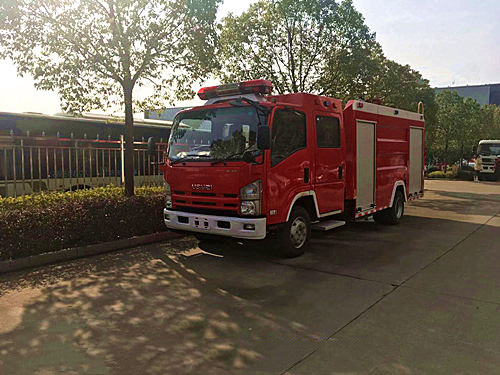 3.5吨五十铃700P 水罐消防车