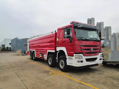 24吨豪沃前四后八水罐消防车