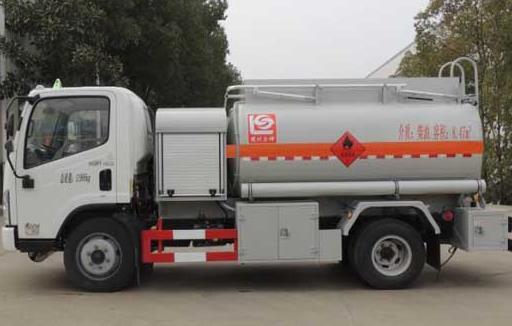 国六一汽解放8.15方小型加油车