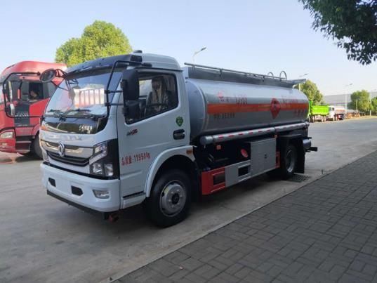 国六8吨火狐体育电竞加油车