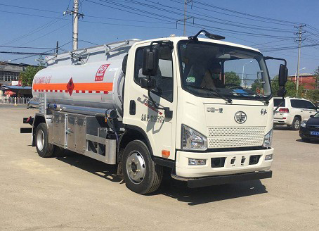 国六解放J6F9.9方油罐车